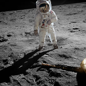 300px-Aldrin_Apollo_11_original.jpg