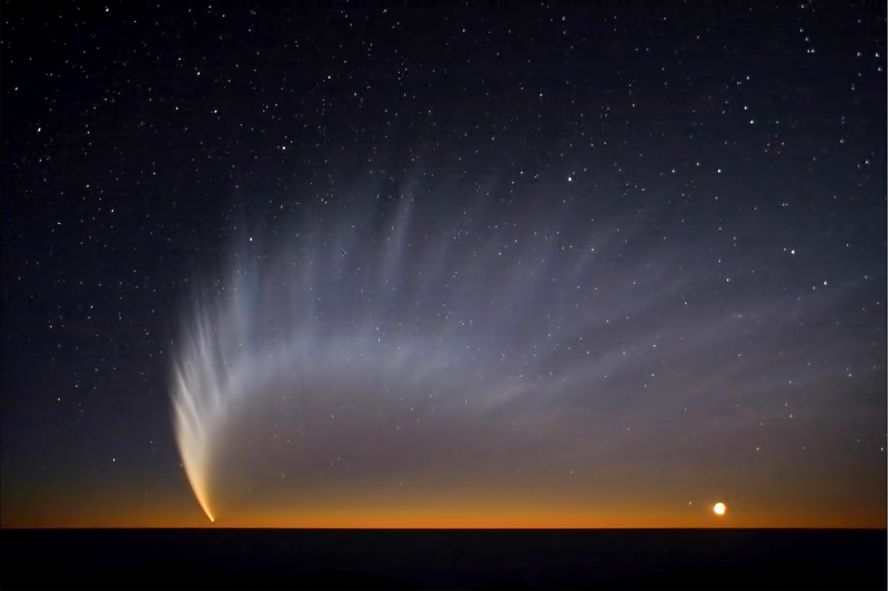 content_Comet_McNaught_at_Paranal.jpg